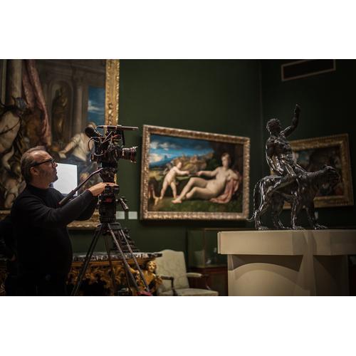 David Bickerstaff filming the Rothchild Bronzes -® Nathan Heeb - Fitzwilliam Museum